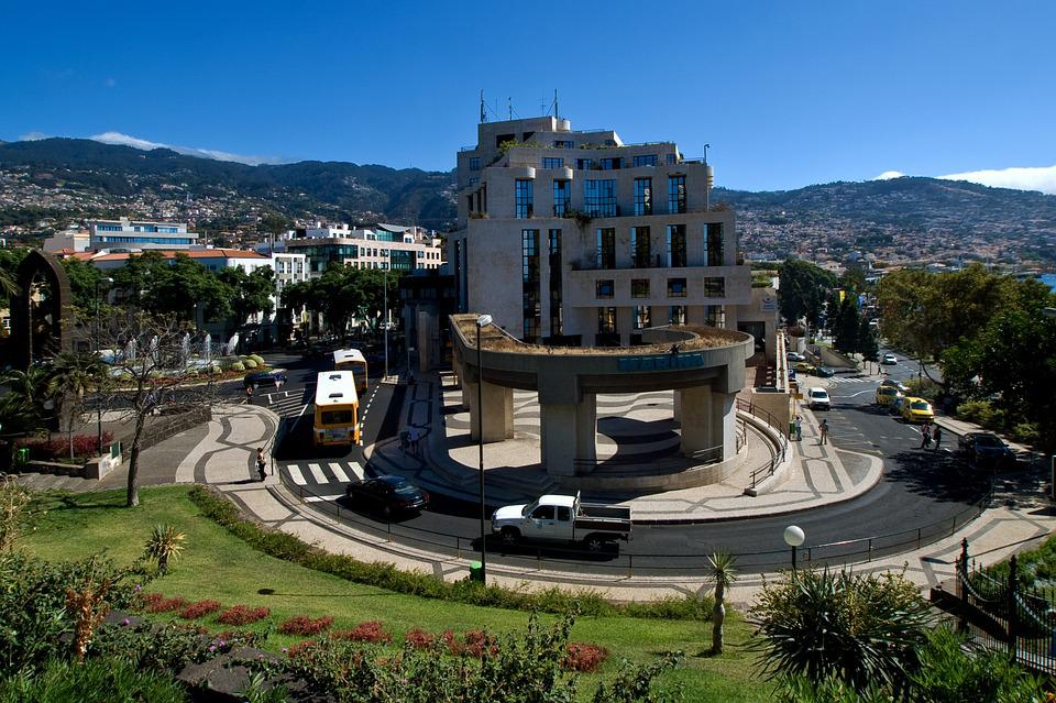 Madeira, Funchal, Building