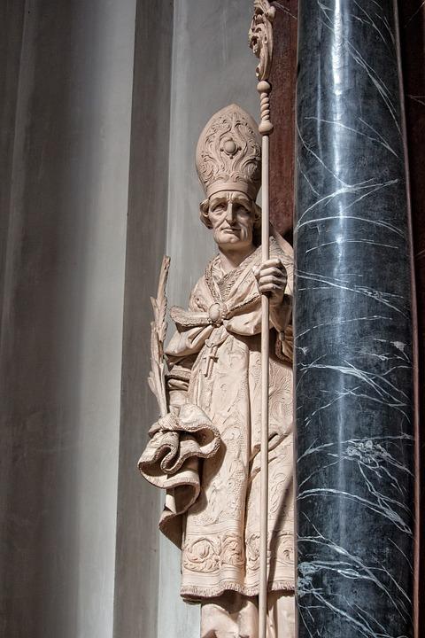 Bishop, Pillar, Coat Of Arms, Gallery, Stone Figure