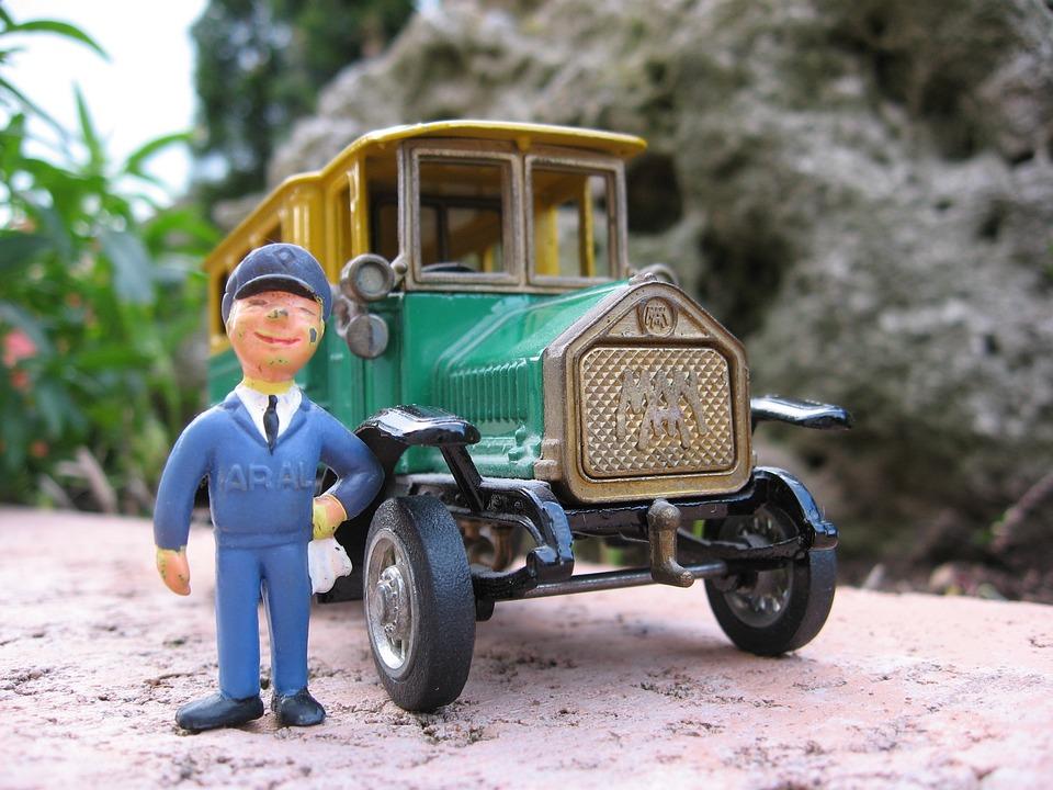 Oldtimer, Old Bus, Gas Station Attendant, Traffic