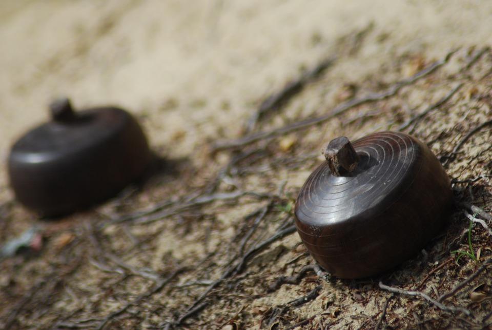 Gasing, Game Of Natuna, Area
