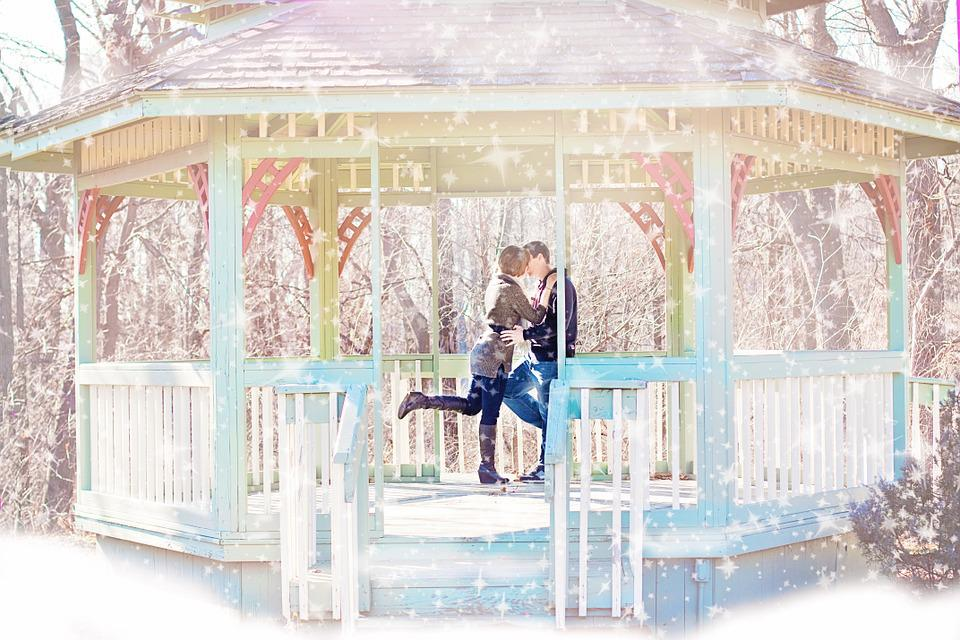 Couple, Kissing, Gazebo, Winter, Snow, Happiness