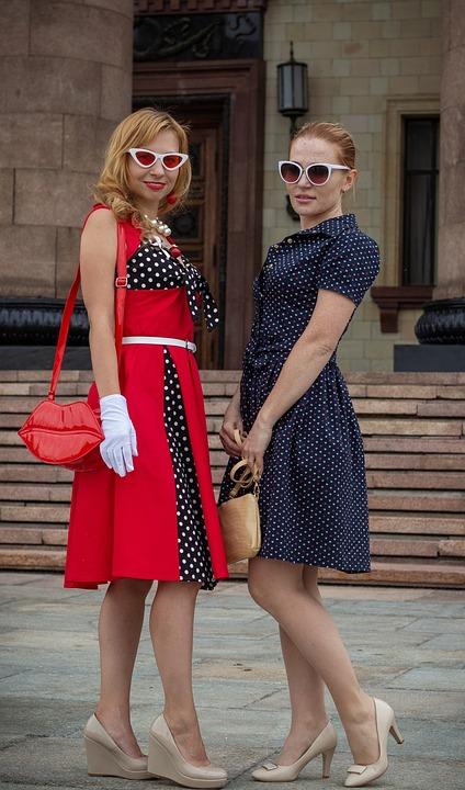 Girls, Girlfriend, Friendship, Fashion, 50s, Dresses