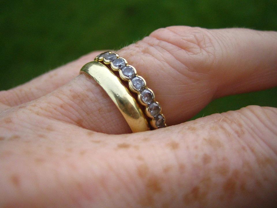 Ebsen, Gold Ring, Zirconia, Connectedness