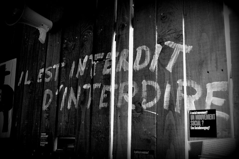 Grafitti, Résistance, Wood, White