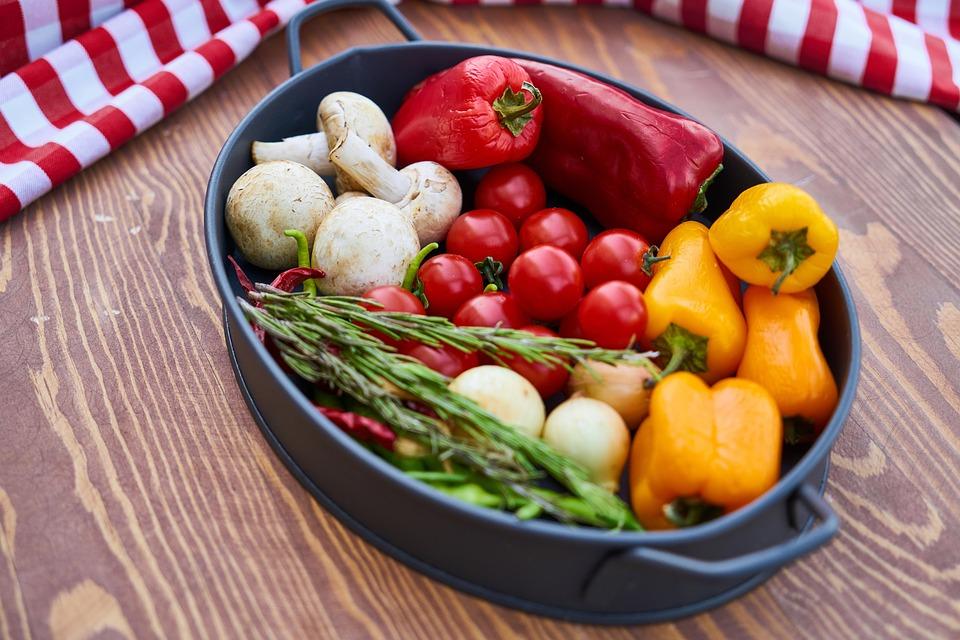 Onion, Pepper, Yellow, Garlic, Green, Red, Fork, Knife