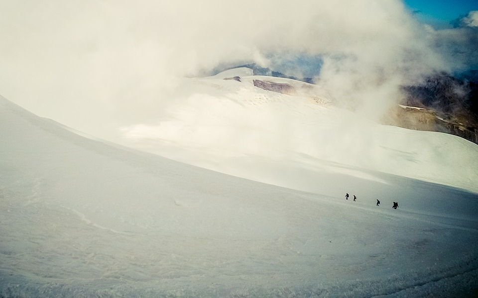 Cloud, Mountaineering, Slope, Mountain, Group, Tourists