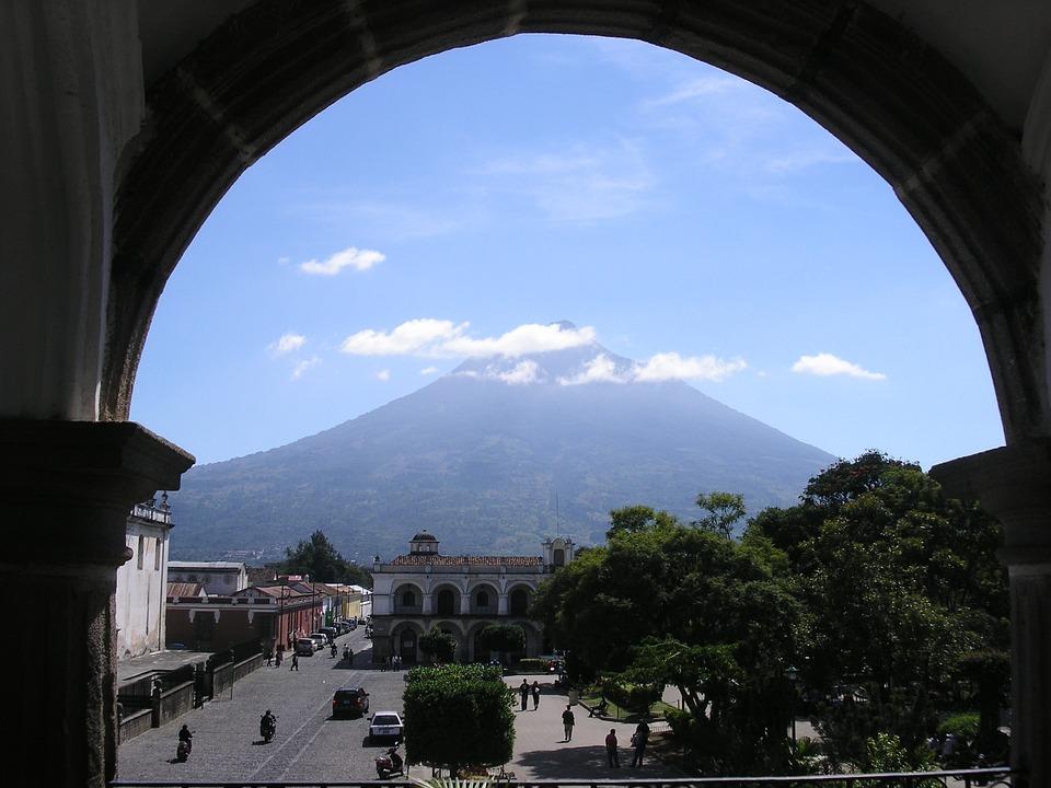 Antigua, Guatemala, Volcan Di Agua