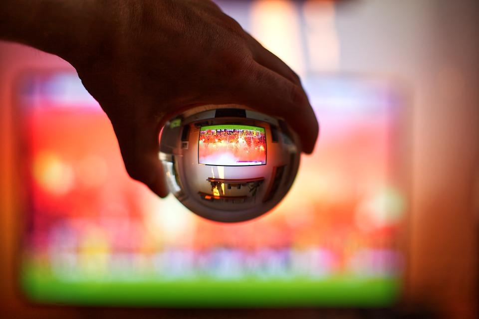 Football, Glass Ball, Choreographer, Hand, Bengalo