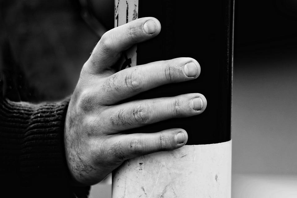 Hand, Finger, Nail, Body Part, Knuckle, Holding