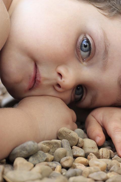 Child, Blue Eyes, Stones, Portrait, Hands, Look, Eyes