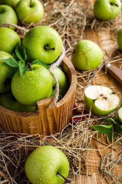 Apples, Apple, Fruit, Table, Summer, Harvest, Ripe