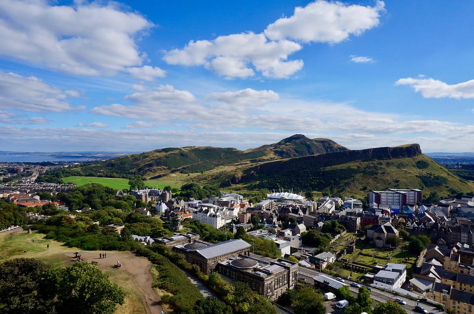 Edinburgh: 5 Instagrammable Spots You Can Visit by Car