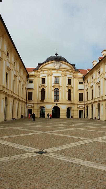 Slavkov, Castle, Historic, Building, Plaza, Tourism