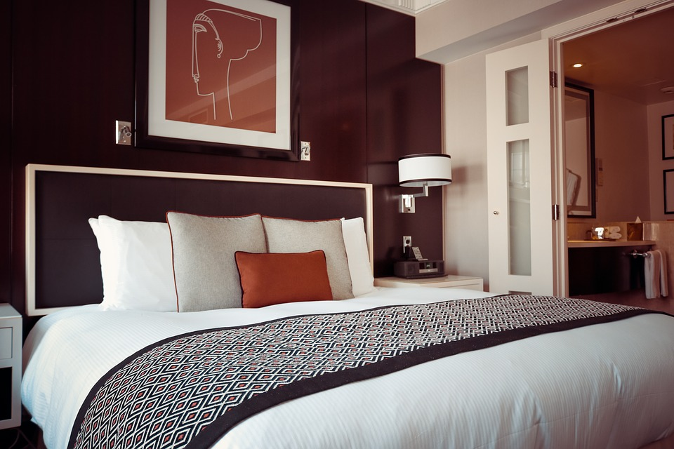 Hotel Room, Bed, Pillows, Room, Hotel, Bedroom, Lamp