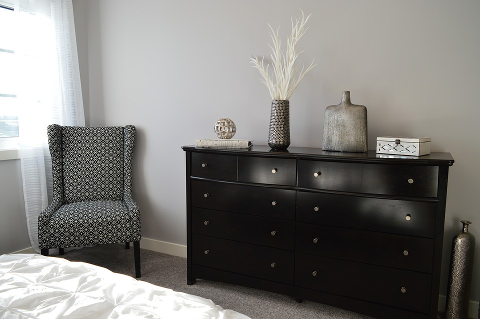 bedroom furniture chair dresser decor room house - Dresser Decor