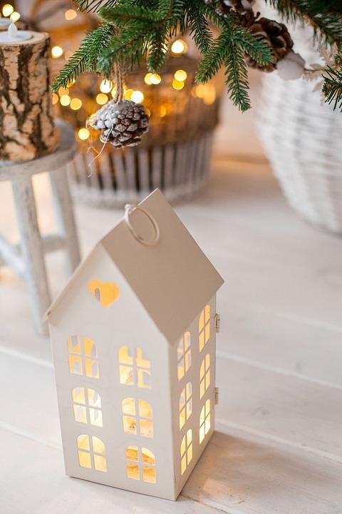 house heat comfort light pine cone christmas tree