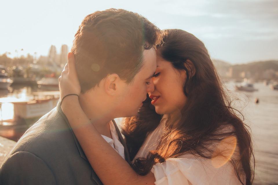 Affection, Hugging, Kissing, Blur, Close-up, Couple