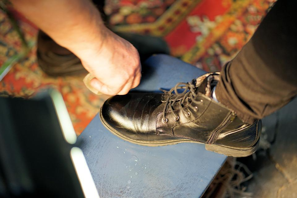 Shoe, Clean, Human, Dirty, Hand, Finger, Legs, Leather