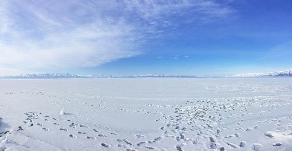 In Xinjiang, Sailimu Lake, Snow Mountain, Snow