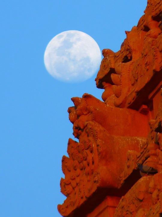 Temple, Brihadeshwara Templ, Moon, Tanjore, India