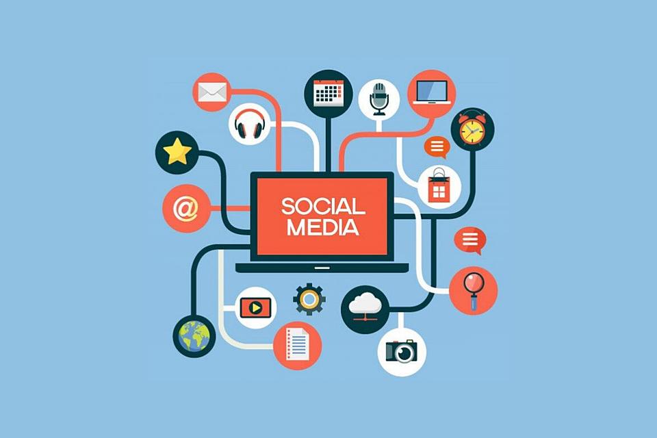 Free photo Internet Laptop Screen Social Media Marketing - Max Pixel