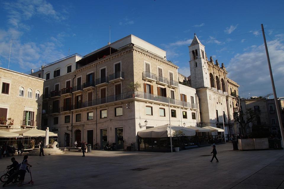 Bari, Apulia, Puglia, Włochya, Italy, Italia, Square