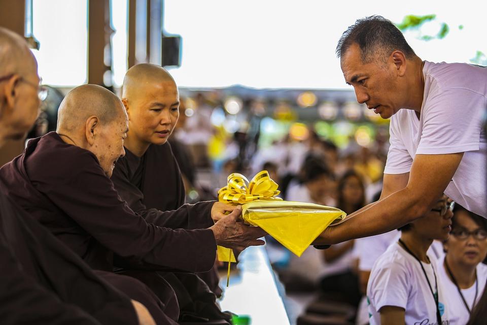 Theravada Buddhism, Kathina Robe, Offering Robe