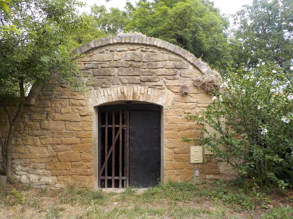 Cellar, Keller, Input