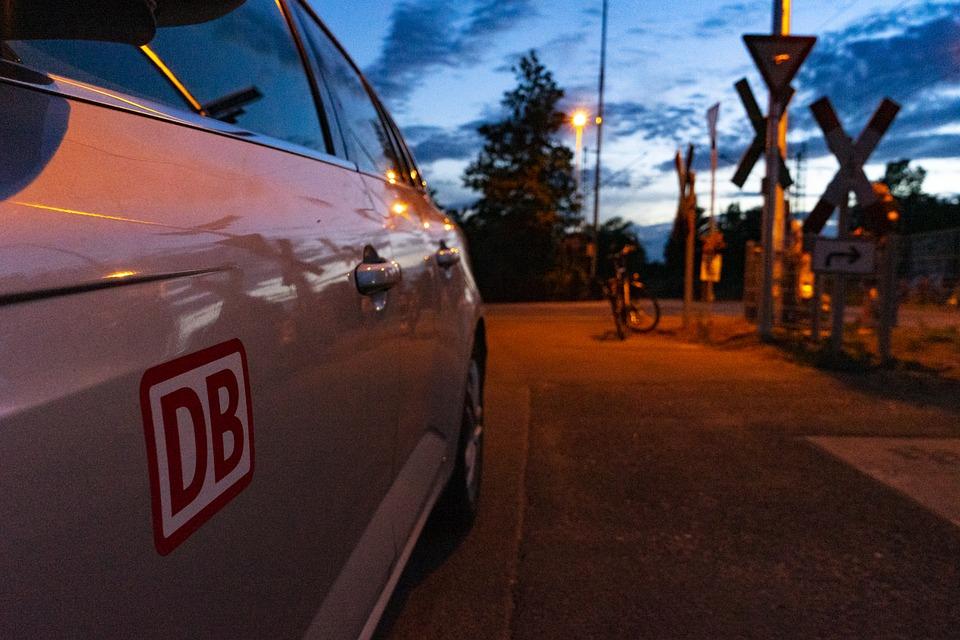 Db, Train, Railway, Level Crossing, Bahnschranke