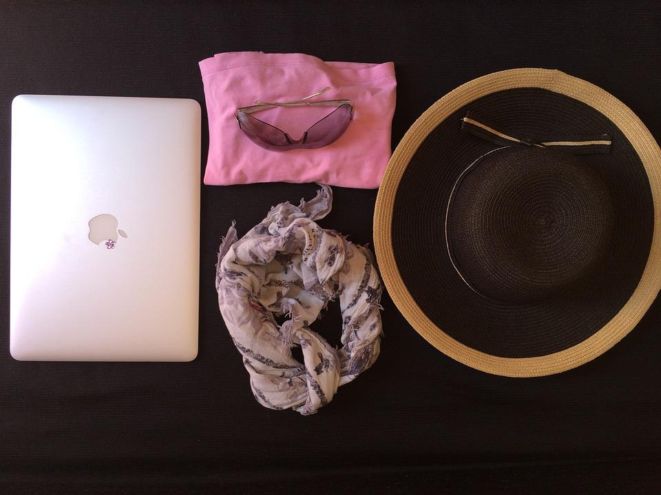 Macbook, Lifestyle, Technology, Female, Casual