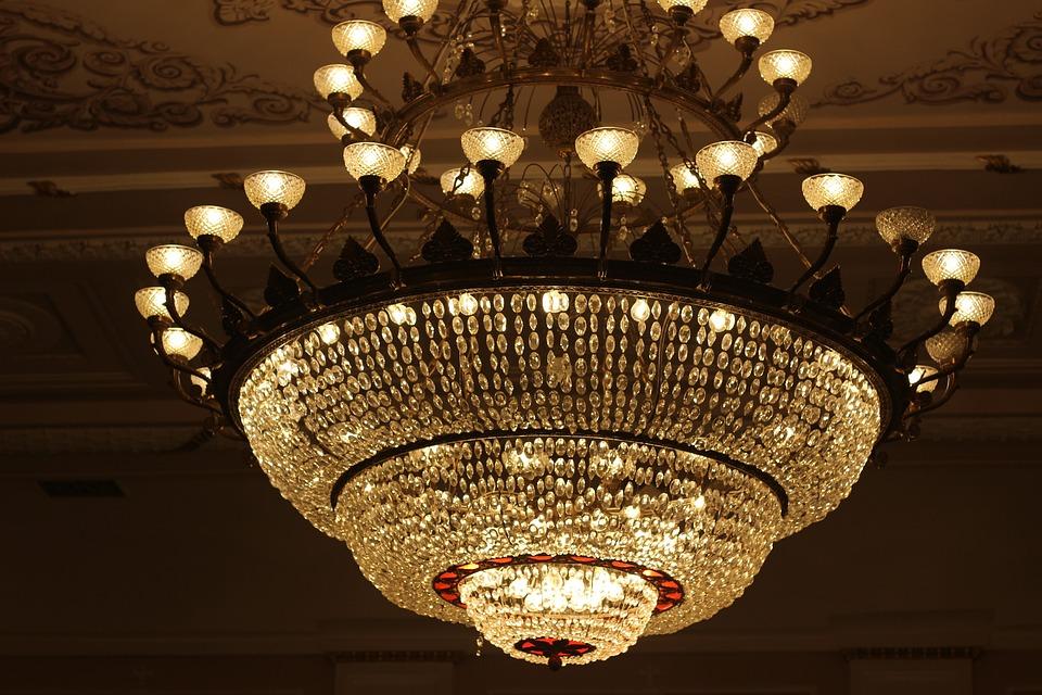 Chandelier, Theatre, Light, Ceiling, Decor, Burns