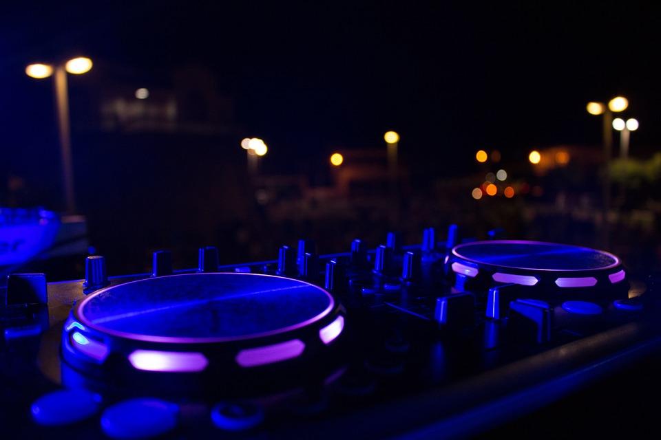 Dj, Pauco, Lights