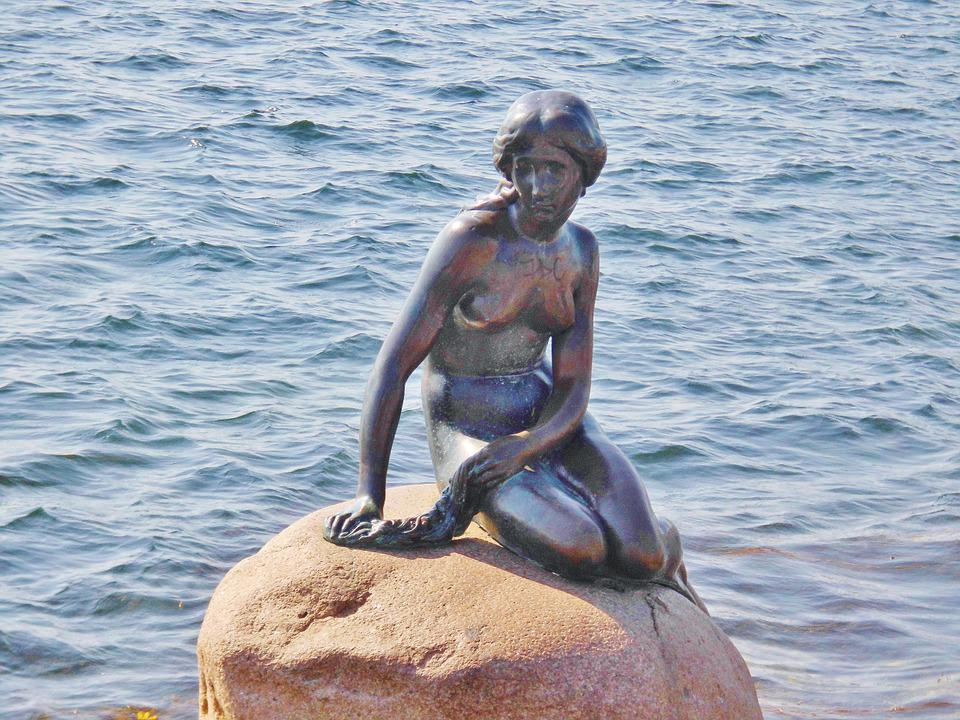 Photo of the famous Little Mermaid Statue