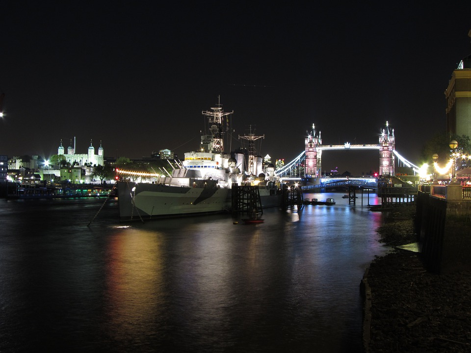 Light Reflections, Thames, Night, London