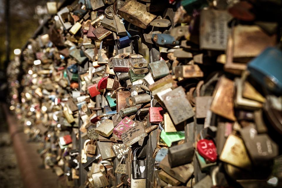 Locks On The Bridge, Love, Durability, Symbol