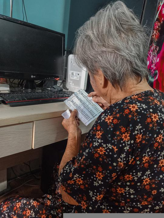 Grandmother, Lucid, Lottery Studies, Viet Nam