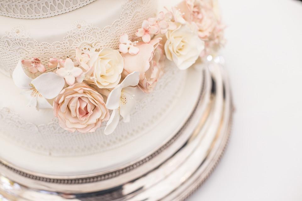 Food Cream Plate Cake Wedding Cake Luxury & Free photo Luxury Food Cream Plate Wedding Cake Cake - Max Pixel