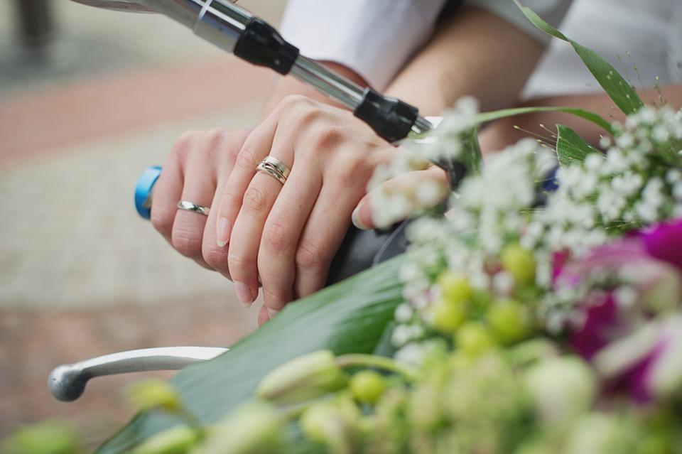Free photo Manpower Wedding Wedding Rings Para Flowers Max Pixel