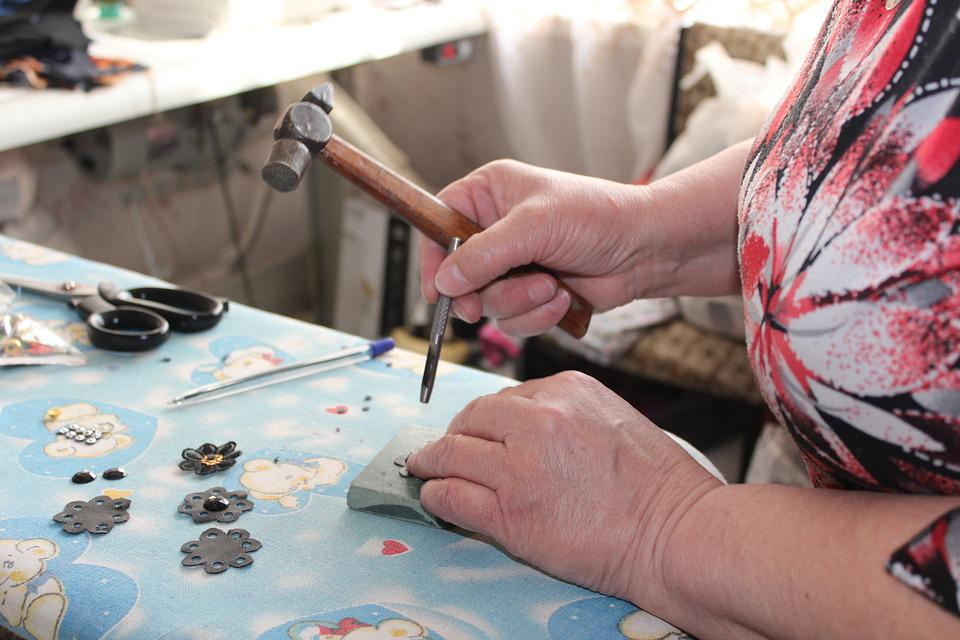 The Seamstress, Master, Details, Hammer, Clothing