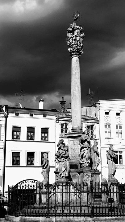 Column, Drama, Memorial, The Saints, Square