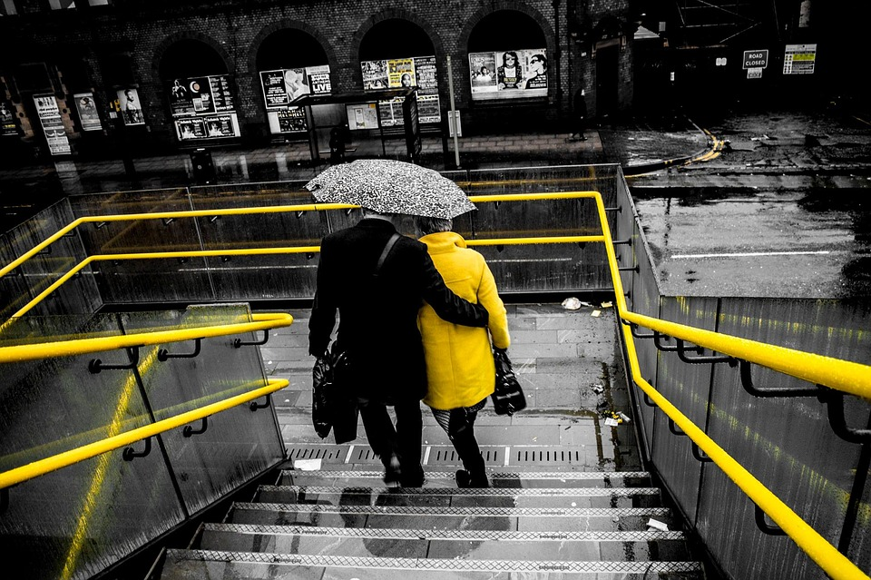 Couple, Yellow, Manchester, Metrolink, Tram, Rain