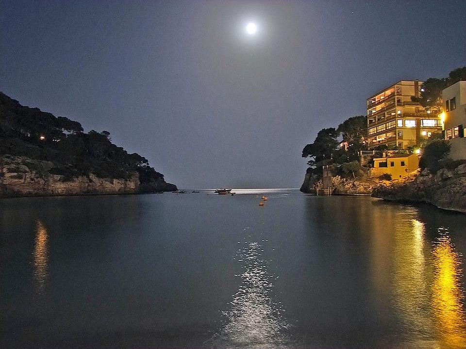 Mallorca, Night, Cala Santanyi, Moon, Sea