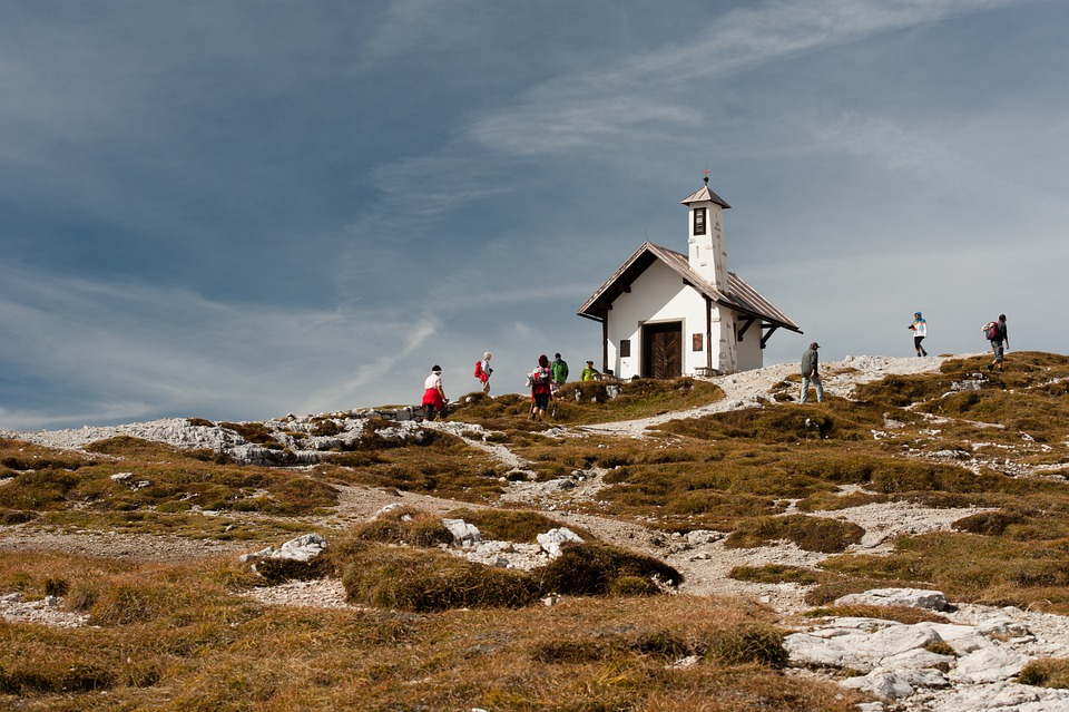 Mountains, Cabin, House, Top, Peak, People, Crowd