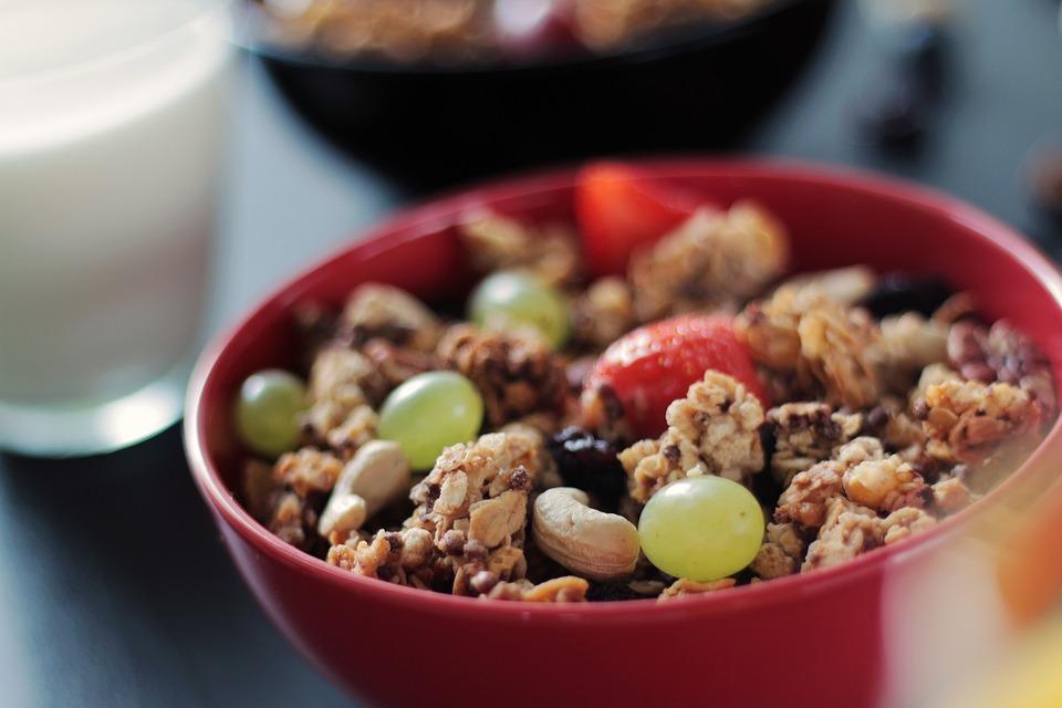 Muesli, Cereal, Nuts, Cashews, Grapes, Strawberries