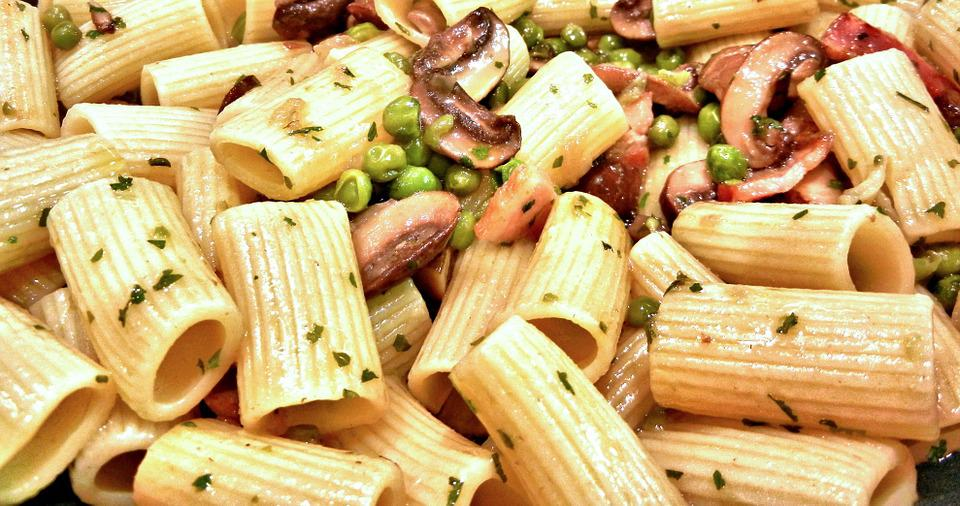 Boccolotti Pasta, Peas, Mushrooms, Bacon, Spices