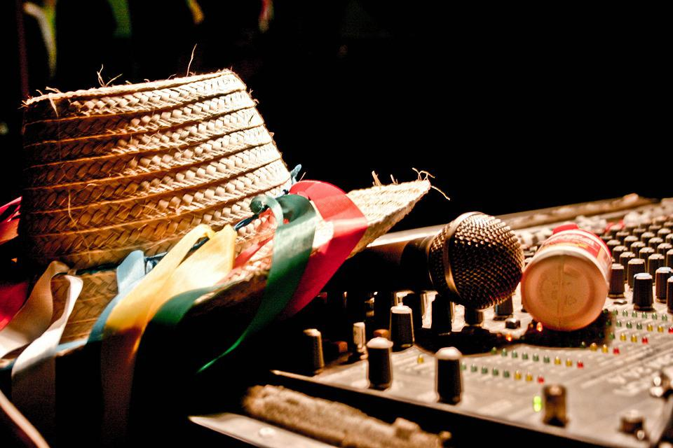 Culture, Microphone, Sound, Hat, Light, Music, Corner