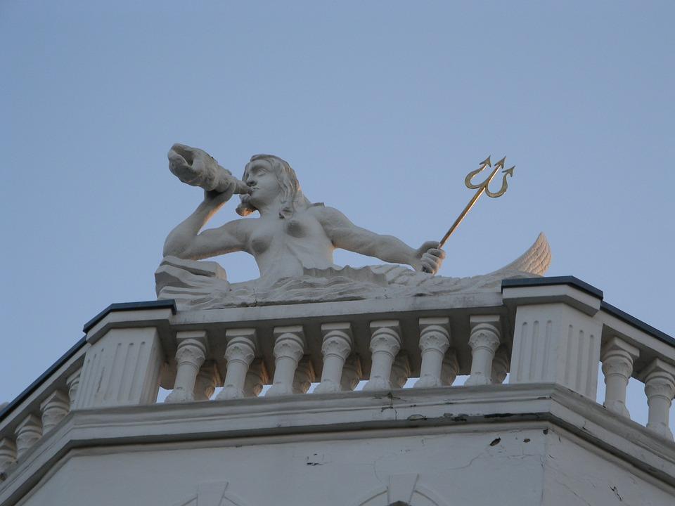 Aquarius, Neptune, Statue