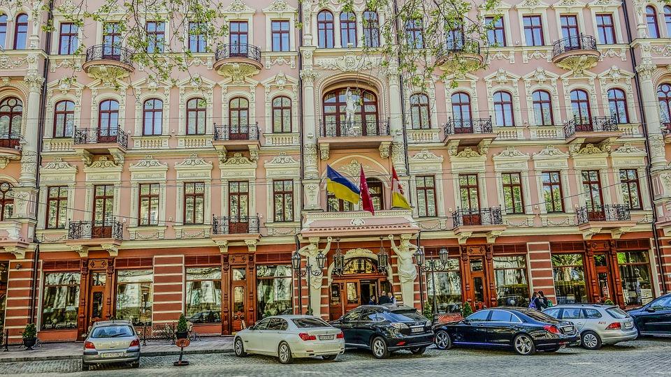Odessa Hotel, Machinery, Reflection