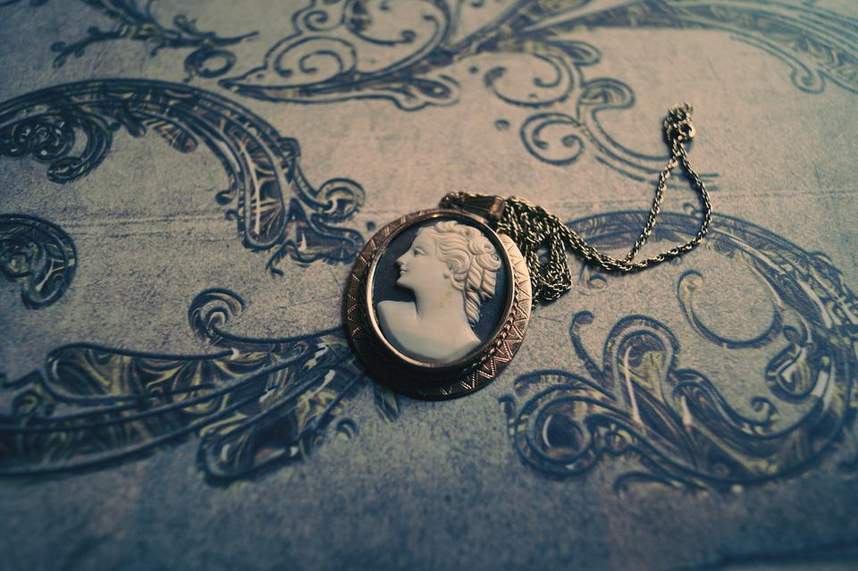 Chain, Amulet, Necklace, Old, Old Fashioned, Retro