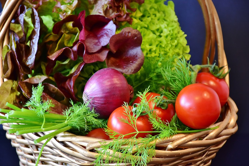 Salad, Tomatoes, Onion, Dill, Red Onion, Lollo Rosso